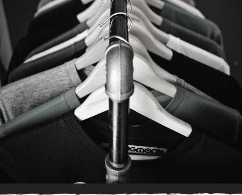 8 Tipps, um hartnäckige Gerüche aus der Wäsche zu bekommen.